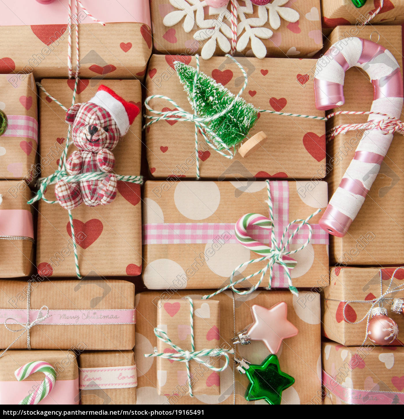 small, gifts, for, christmas - 19165491