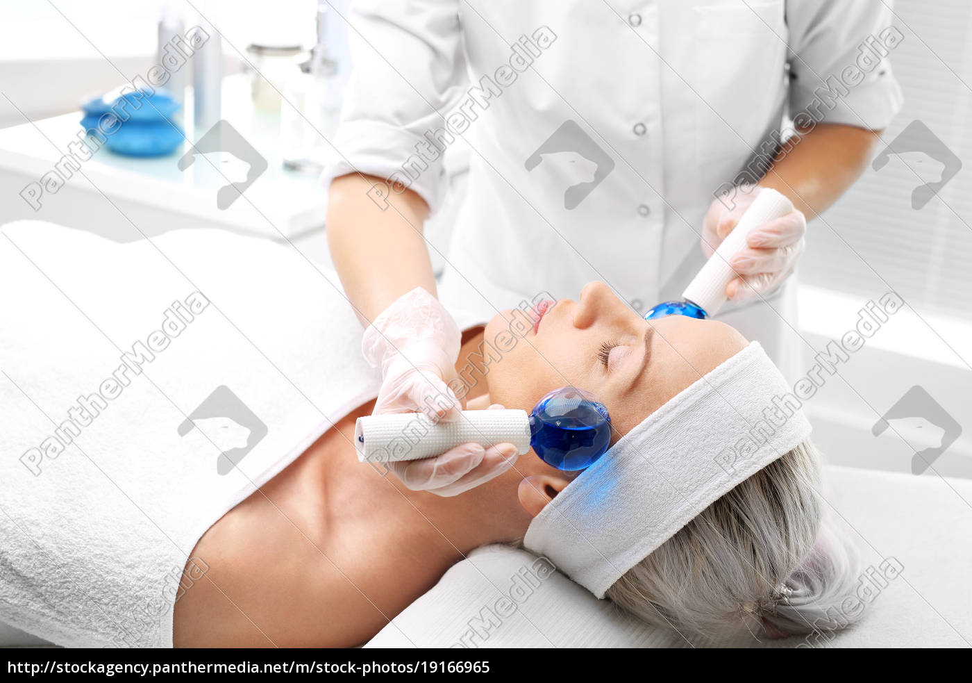 cosmetic, treatment, face, massage, with, glass, balls - 19166965