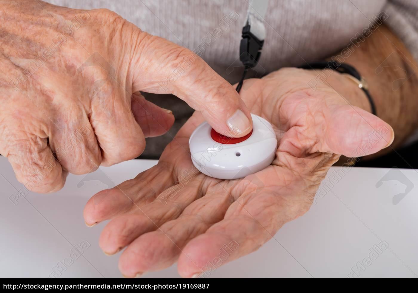 senior, woman, pressing, alarm, button - 19169887