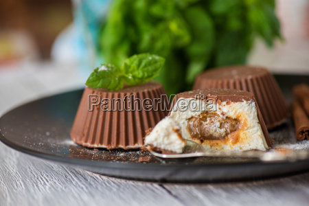 dessert, from, cream, and, chocolate - 19170379