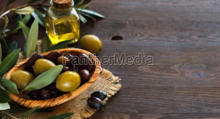 olive, oil, and, olives, on, wood - 19175419