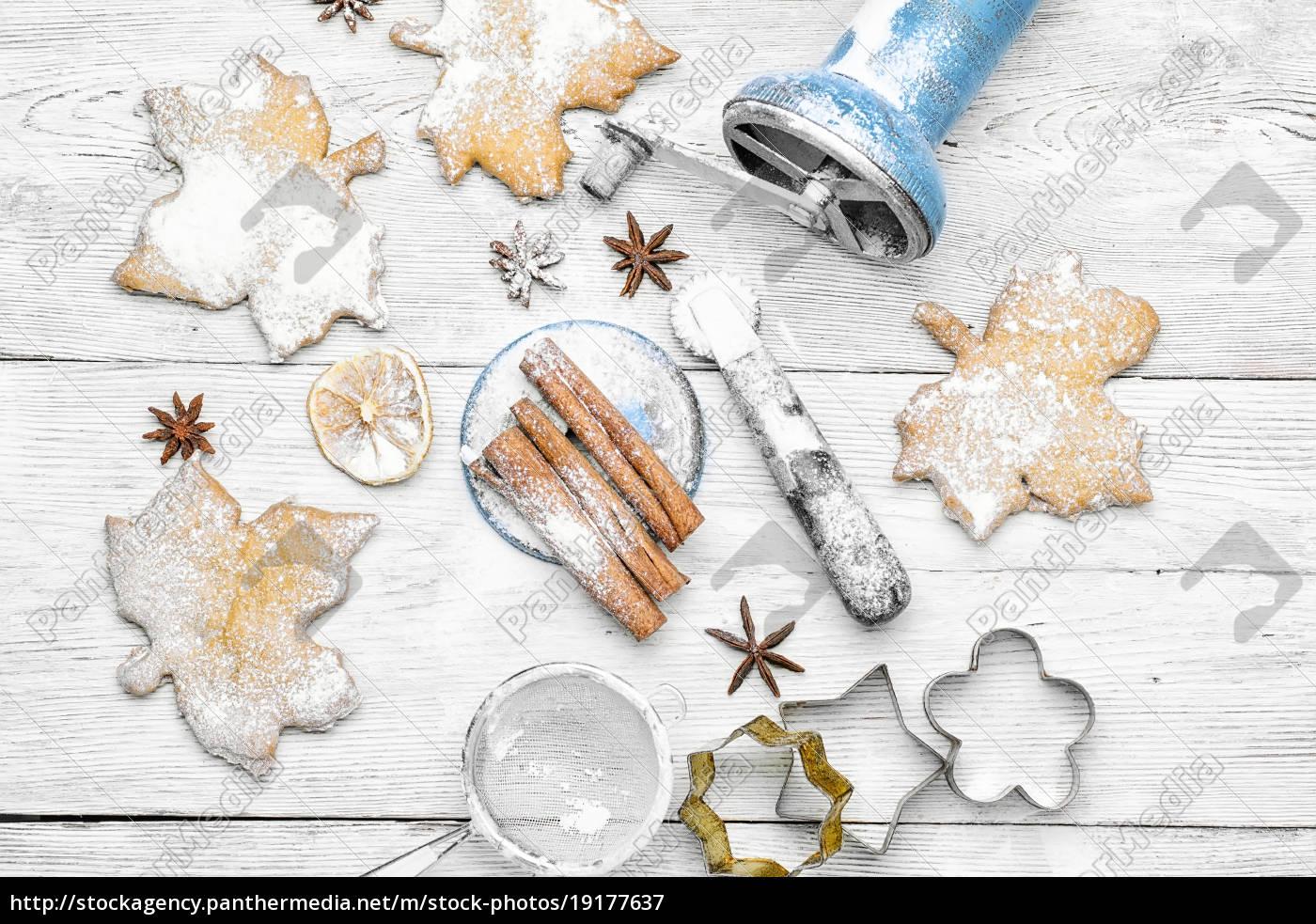 homemade, cakes, for, christmas - 19177637
