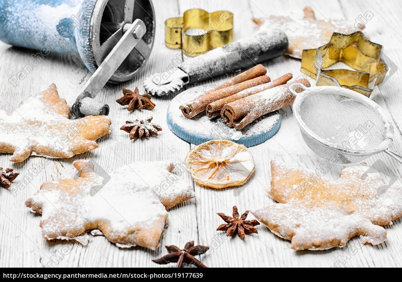 homemade, cakes, for, christmas - 19177639