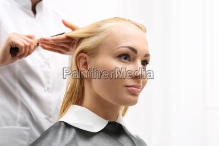 haircut combing a woman at the