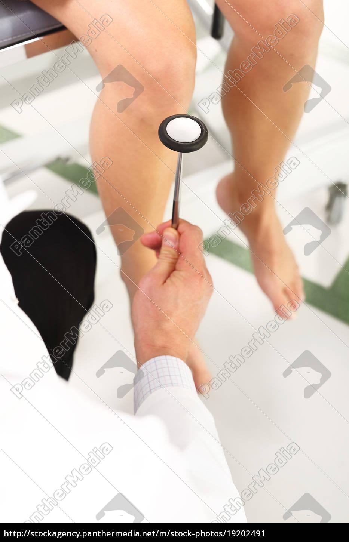 the, orthopedist, examines, the, knee, reflex - 19202491