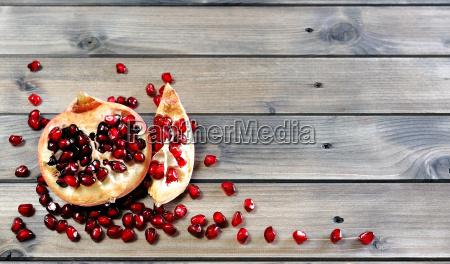 closeup, of, ripe, pomegranate, fruit - 19211993