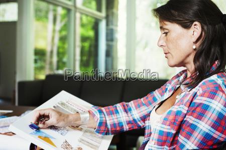 mujer mujeres escritorio estudio ocio muebles