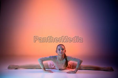 the, teen, modern, ballet, dancer - 19227961