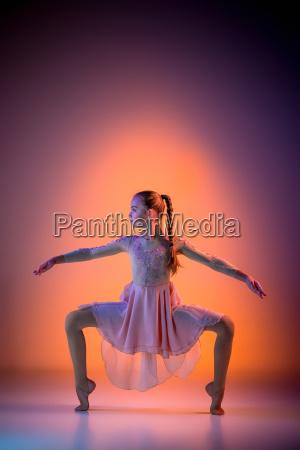 the, teen, modern, ballet, dancer - 19227981
