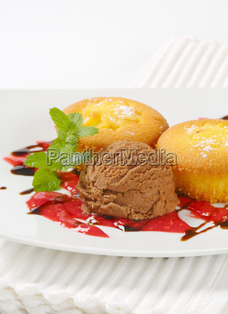 custard, filled, muffins, , with, ice - 19244047