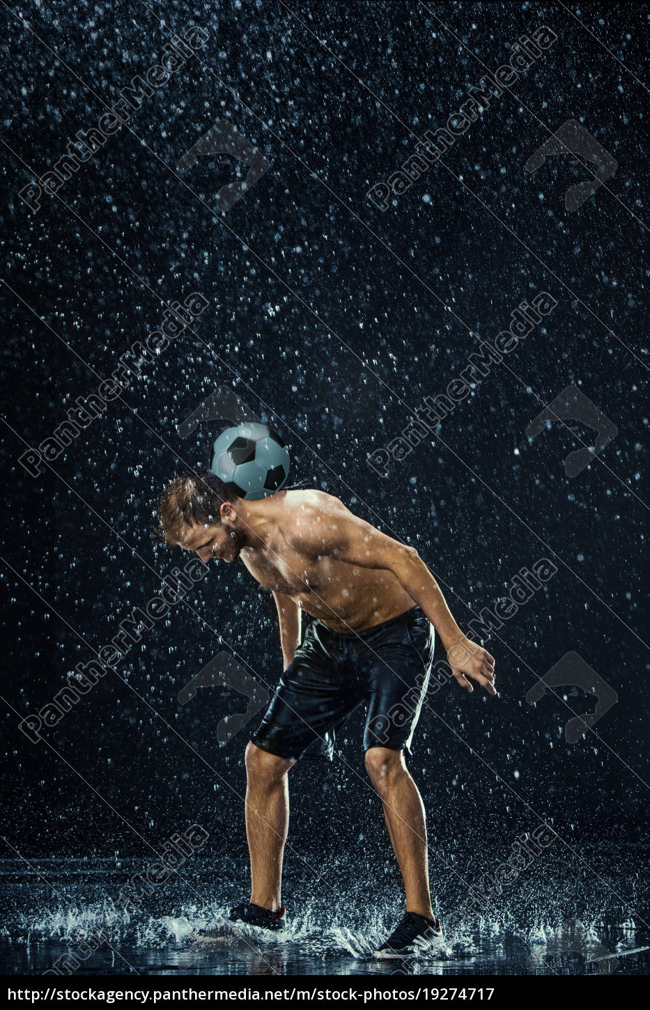 water, drops, around, football, player - 19274717