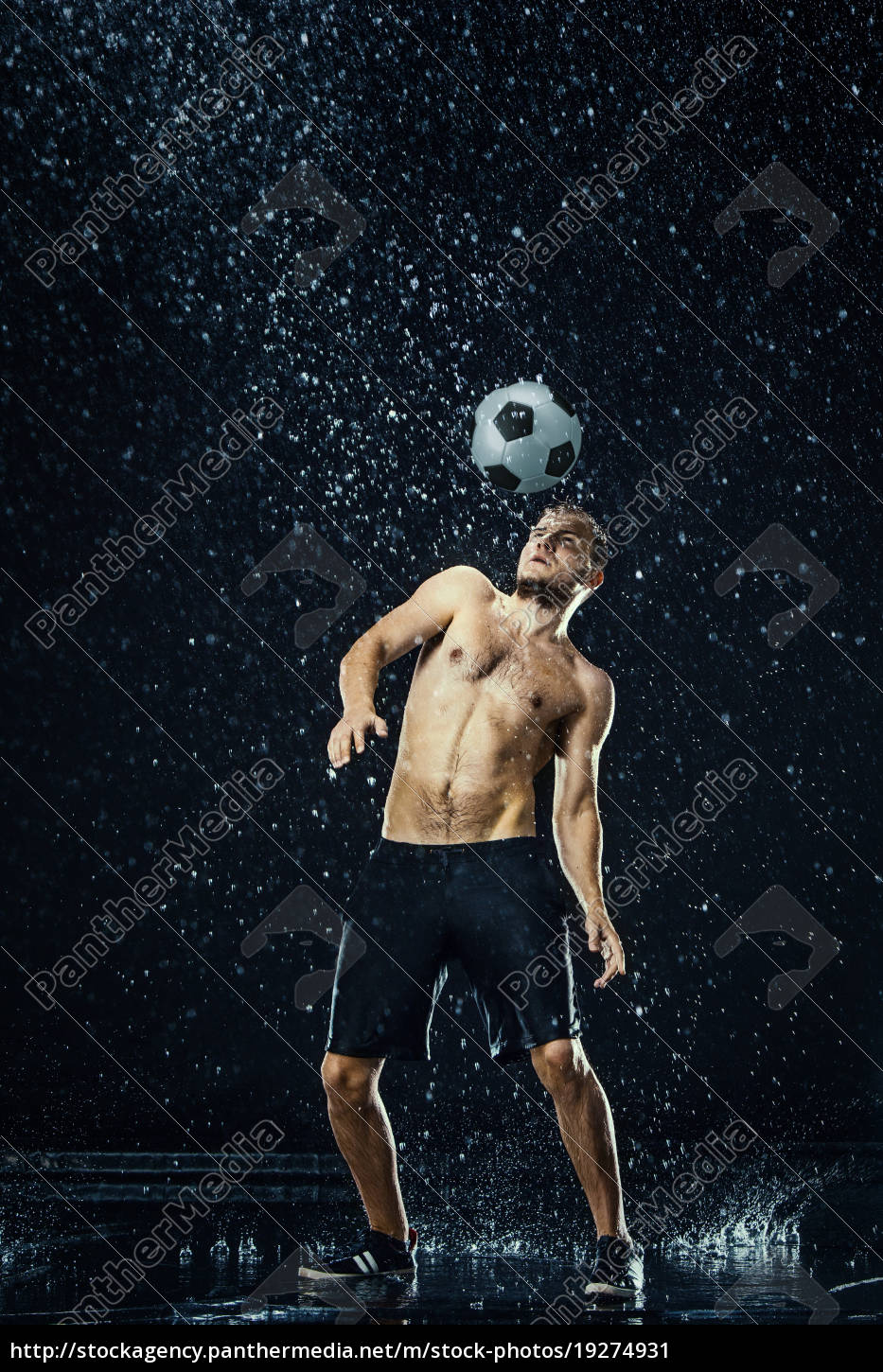 water, drops, around, football, player - 19274931