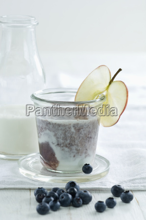 blueberry cherry smoothie with joghurt