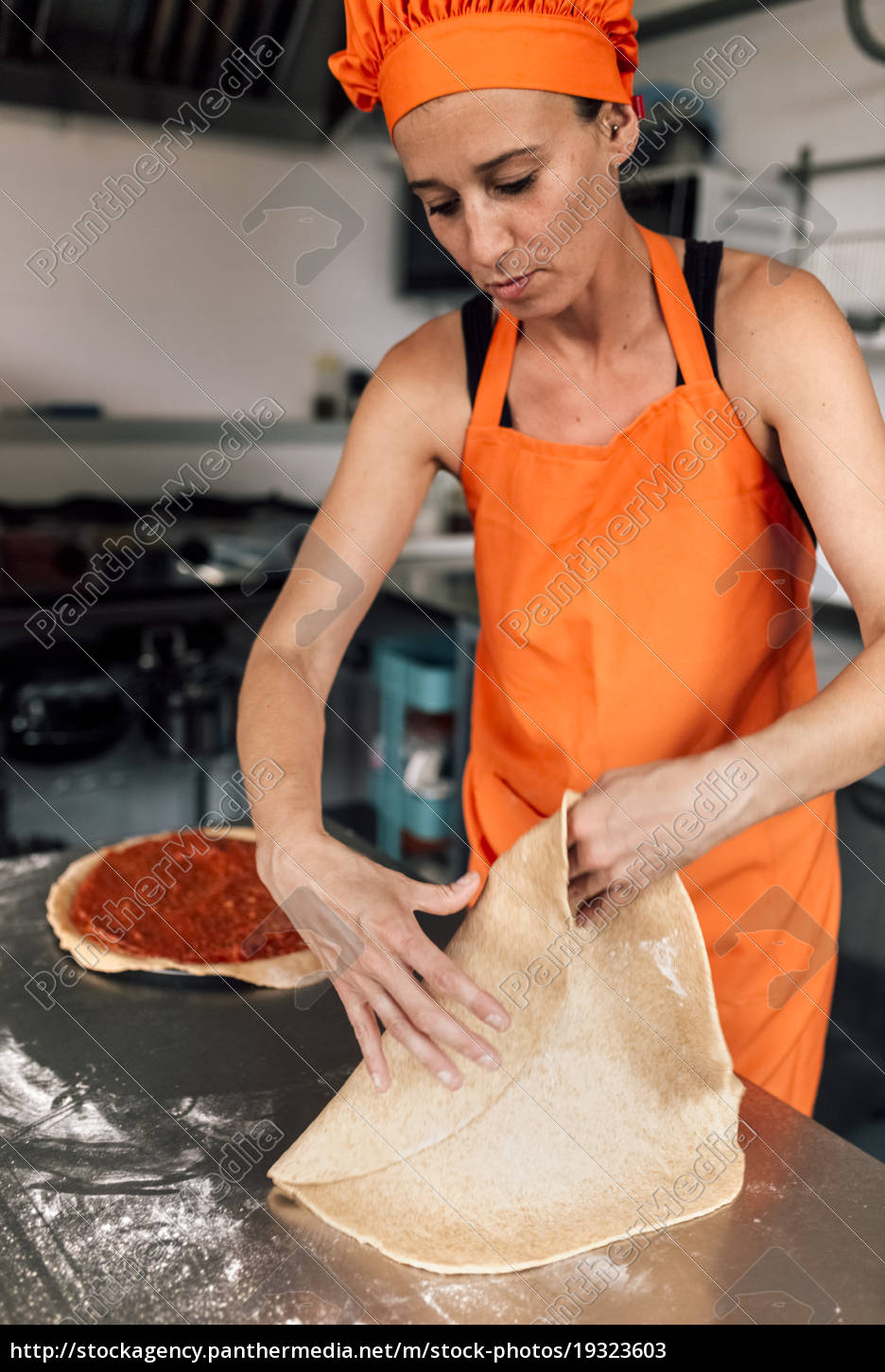 pizza, baker, at, work - 19323603