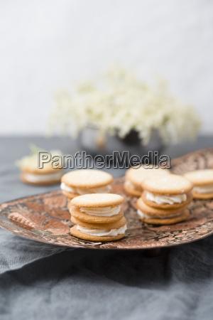 whoopie pies with elderflower cream