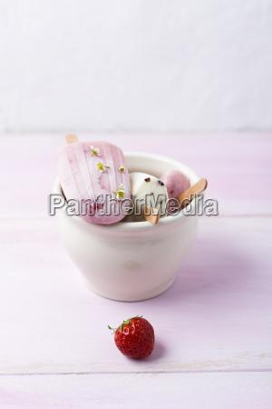 buttermilk ice cream strawberry and vanilla