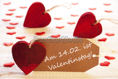 label with many red heart valentinstag