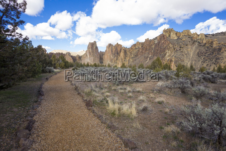 smith rock state park in central