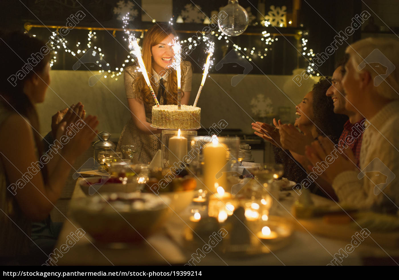 woman, serving, christmas, cake, with, sparkler - 19399214