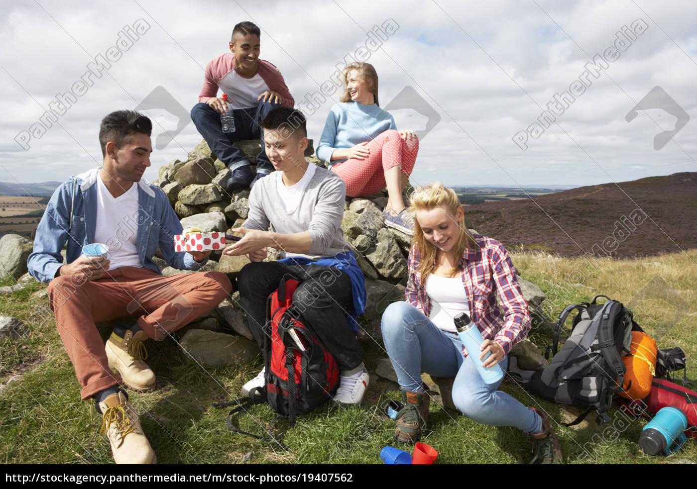 group, of, young, people, hiking, in - 19407562