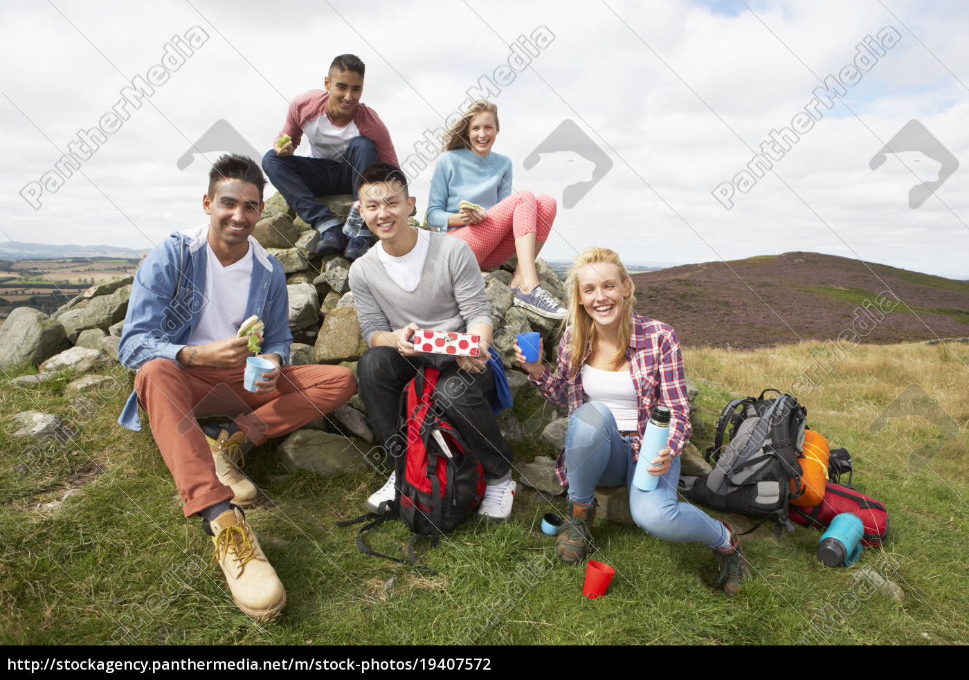 group, of, young, people, hiking, in - 19407572