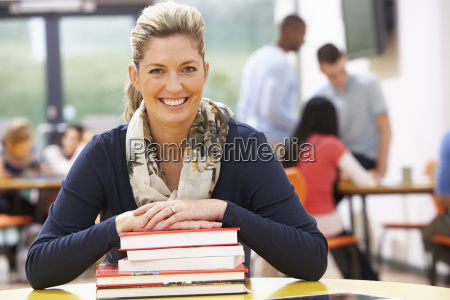mature, female, student, studying, in, classroom - 19407898