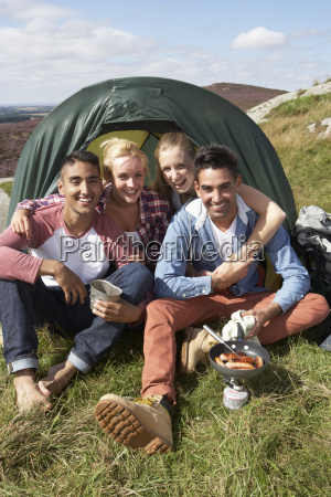 group, of, young, people, on, camping - 19408558