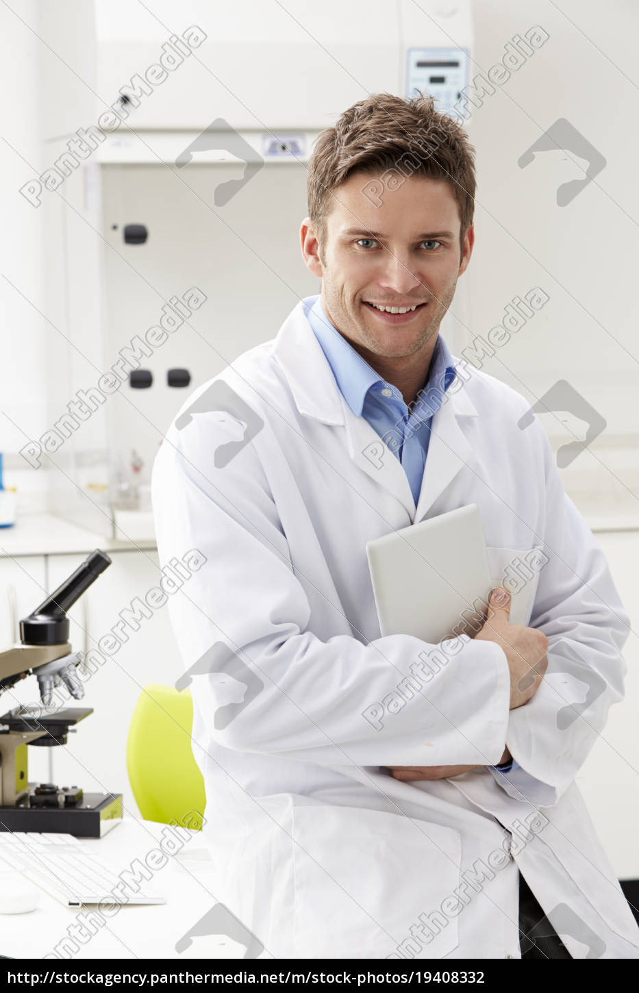 portrait, of, scientist, with, clipboard, in - 19408332