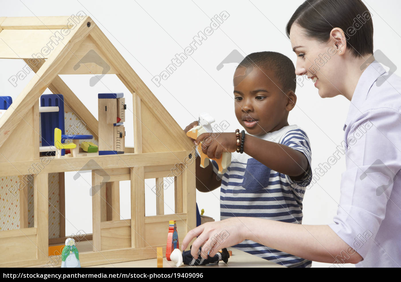 pre-school, teacher, and, pupil, playing, with - 19409096