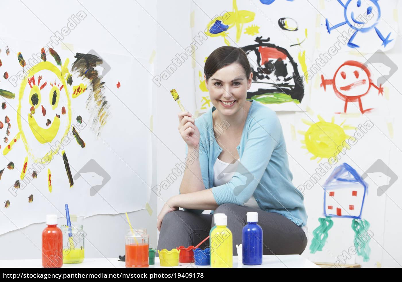 teacher, in, pre, school, art, class - 19409178