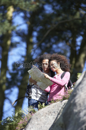 young, couple, on, hike, in, countryside - 19409024