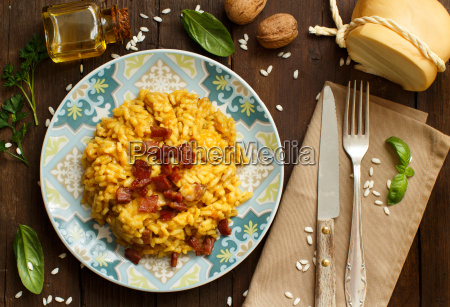 risotto, with, a, pumpkin, and, bacon - 19410868
