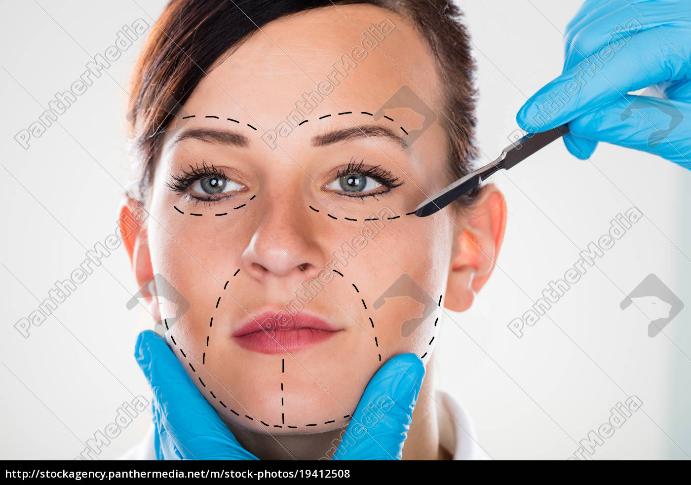 cosmetic, surgery, with, scalpel, on, young - 19412508