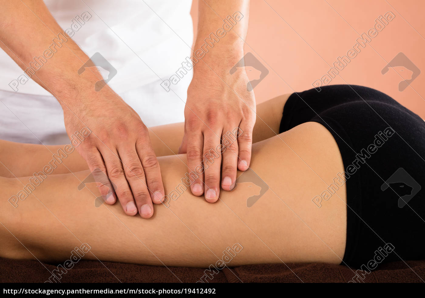 woman, receiving, leg, massage - 19412492