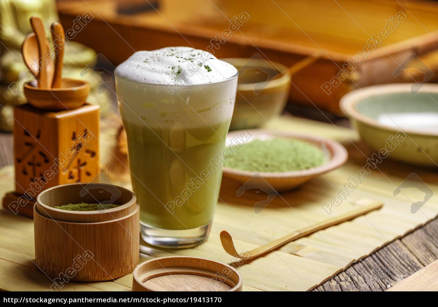 matcha, tea, latte, in, glass - 19413170