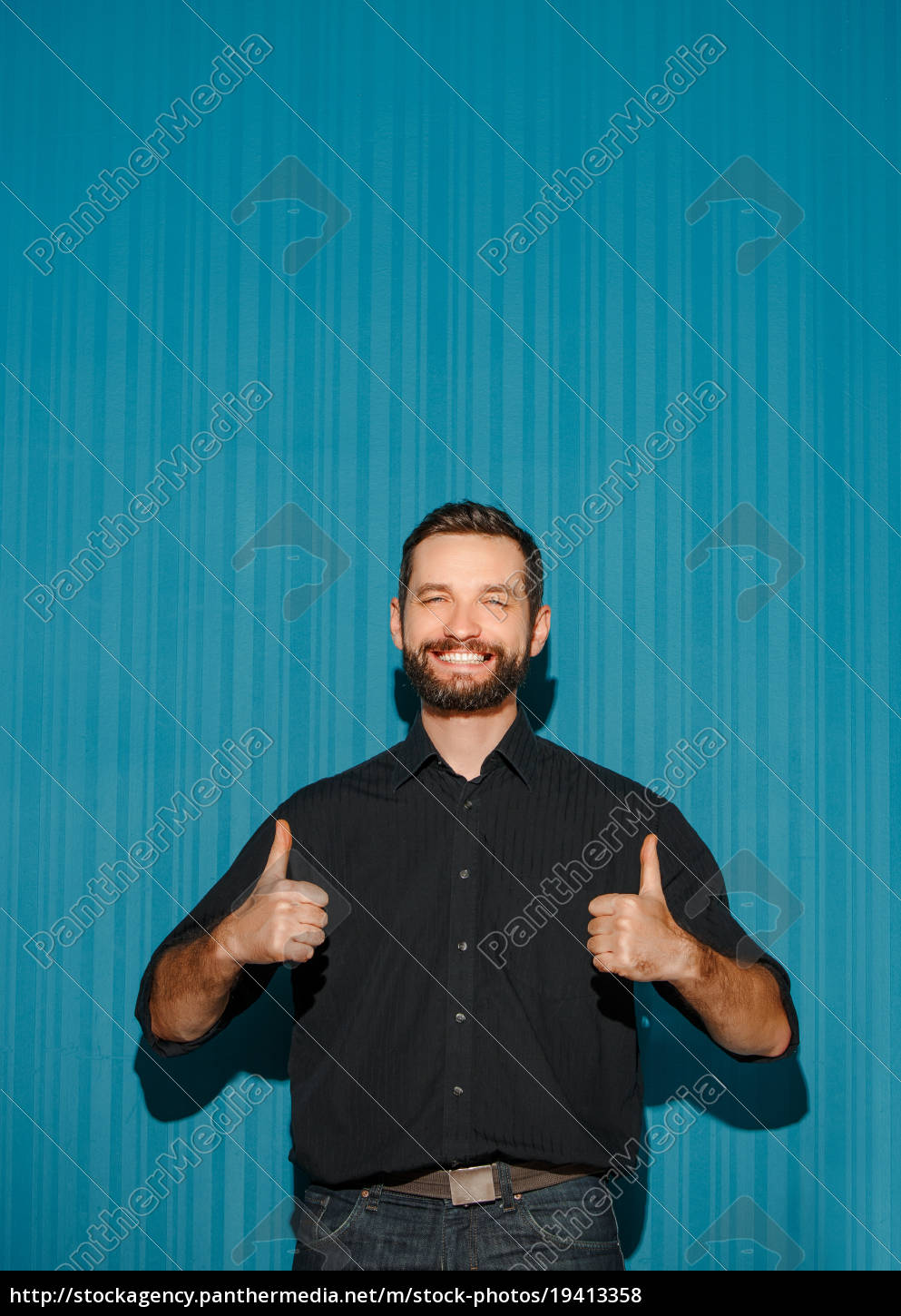 portrait, of, young, man, with, happy - 19413358