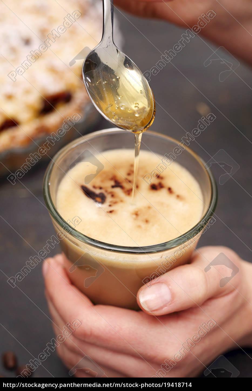 latte, coffee, sweetened, with, honey - 19418714