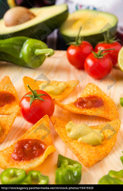 close, up, of, nachos, chips, tomato - 19419320