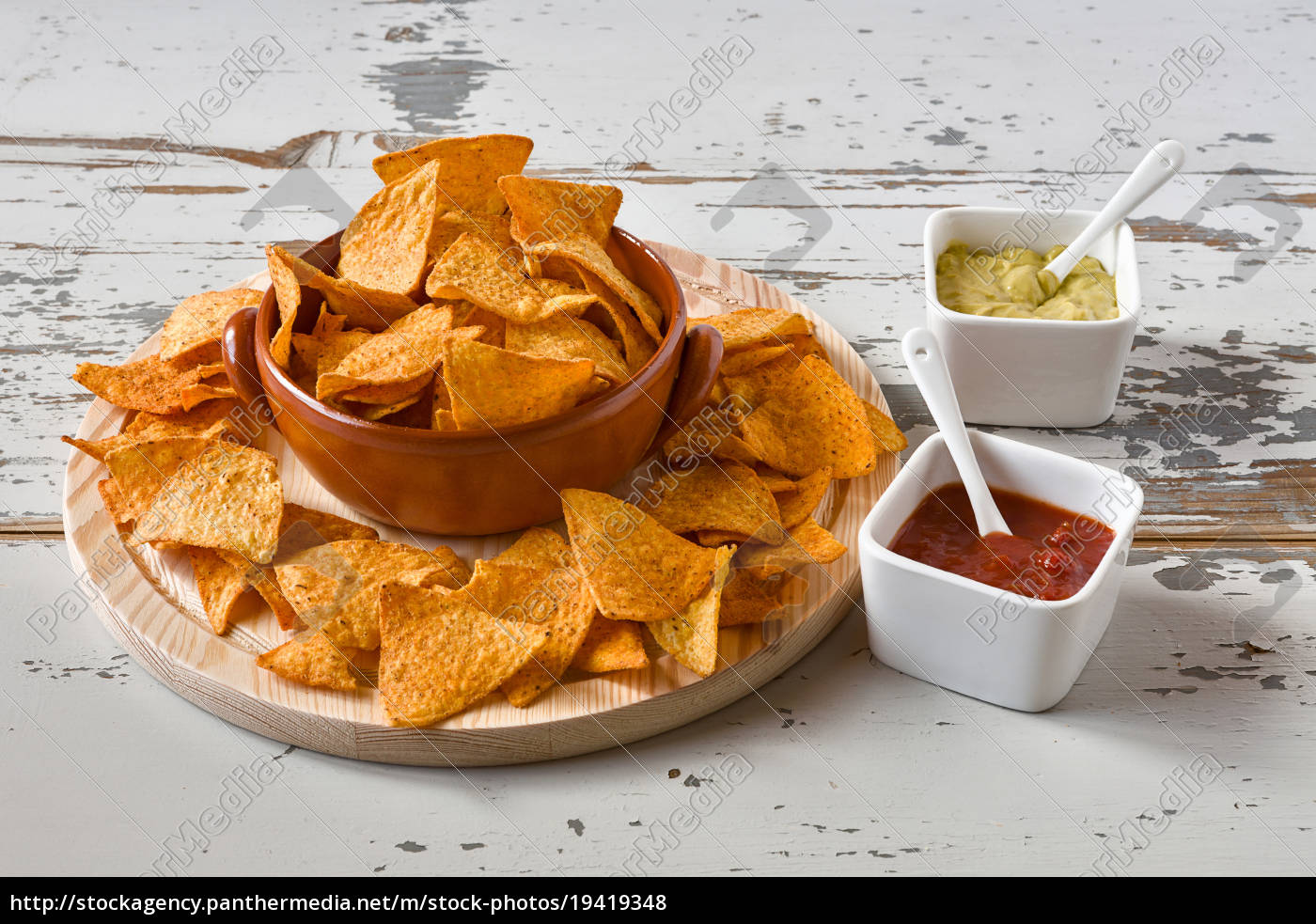 nachos, in, an, earthenware, bowl, and - 19419348