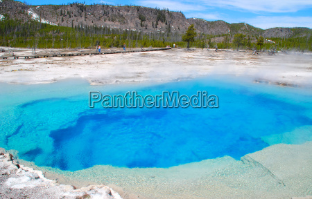 the sapphire pool in yellowstone national