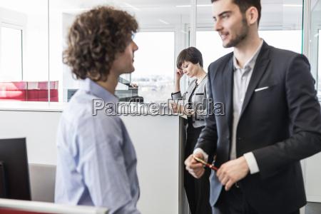 mujer conversacion femenino moderno masculino negocios