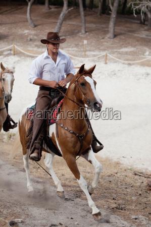 men, riding, horses - 19431722