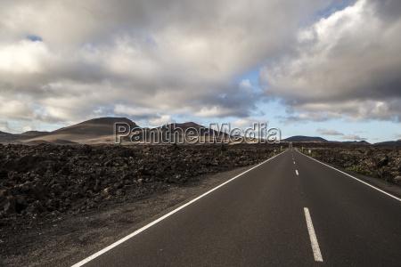 straight road to horizon timanfaya national