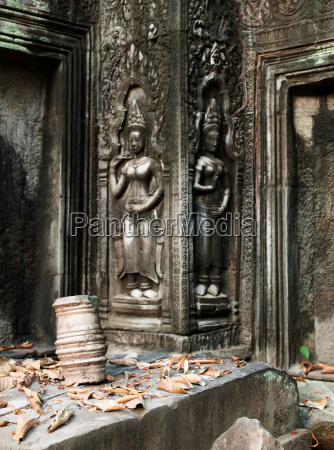 bas relief carvings at ta prohm