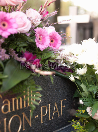 the grave of edith piaf at