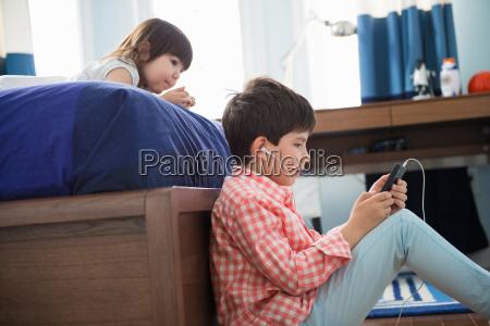 spiel spielen spielend spielt bett kommunikation