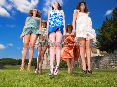 group, of, women, jumping - 19474856