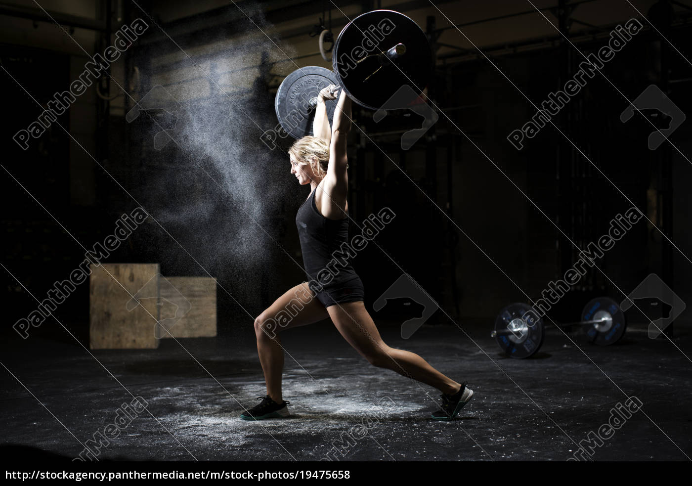 side, view, of, young, woman, weightlifting - 19475658