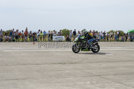 competitions of motorcycles on speed on
