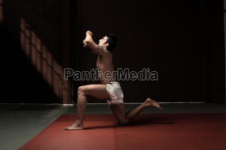 boxer, kneeling, on, mat - 19488434